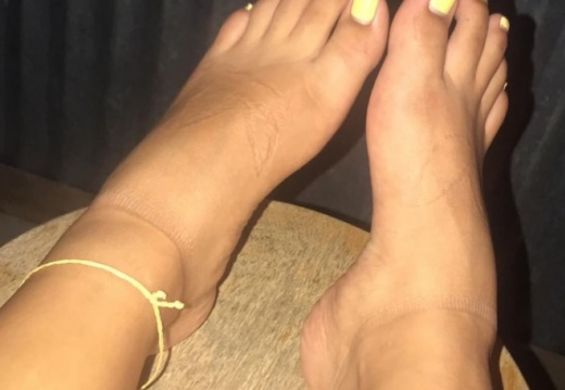 Feet porn First time ing on this subreddit  Do you like what you see  PMs are open.  -27f7c6rqul331