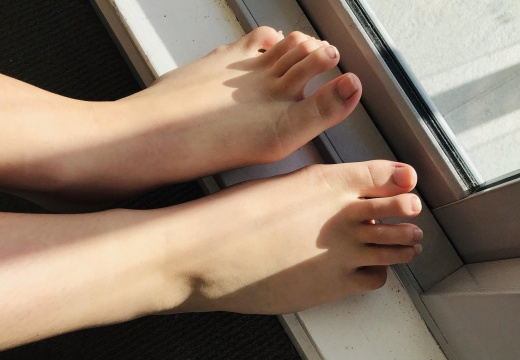 Foot porn Favourite place to be is in the sun  -sfleemcjv6431