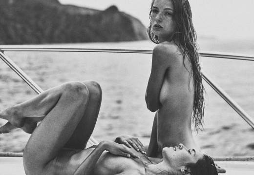 White and black Both on a boat-cxEbD57